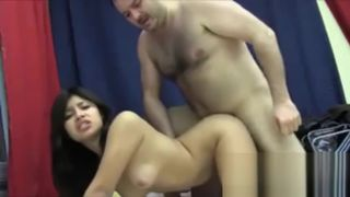 Viejo violadora de jovencitas latinas