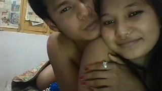 Fucking at frnd room(my first sex vedio)-Indian