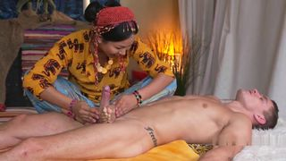 Thai Masseuse Bangs Her Client