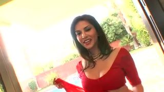 Sunny Leoni Teasing in Red Saree - hottest Clip in HINDI