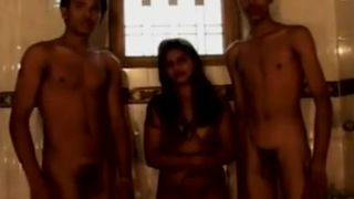 Desi indian chick learns threesome