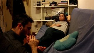 tunisienne sniff smell stinky feet tunisienne