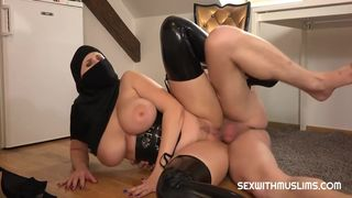 girl with niqab punishes her boy - full video site in video