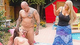Alura Jenson & Keira Croft & Derrick Pierce in Fixing The Pool, Fucking Your Daughter